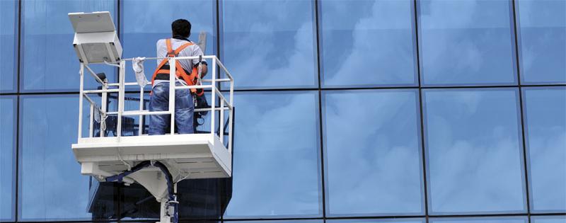 Limpieza de vidrios en altura: tipos y recomendaciones