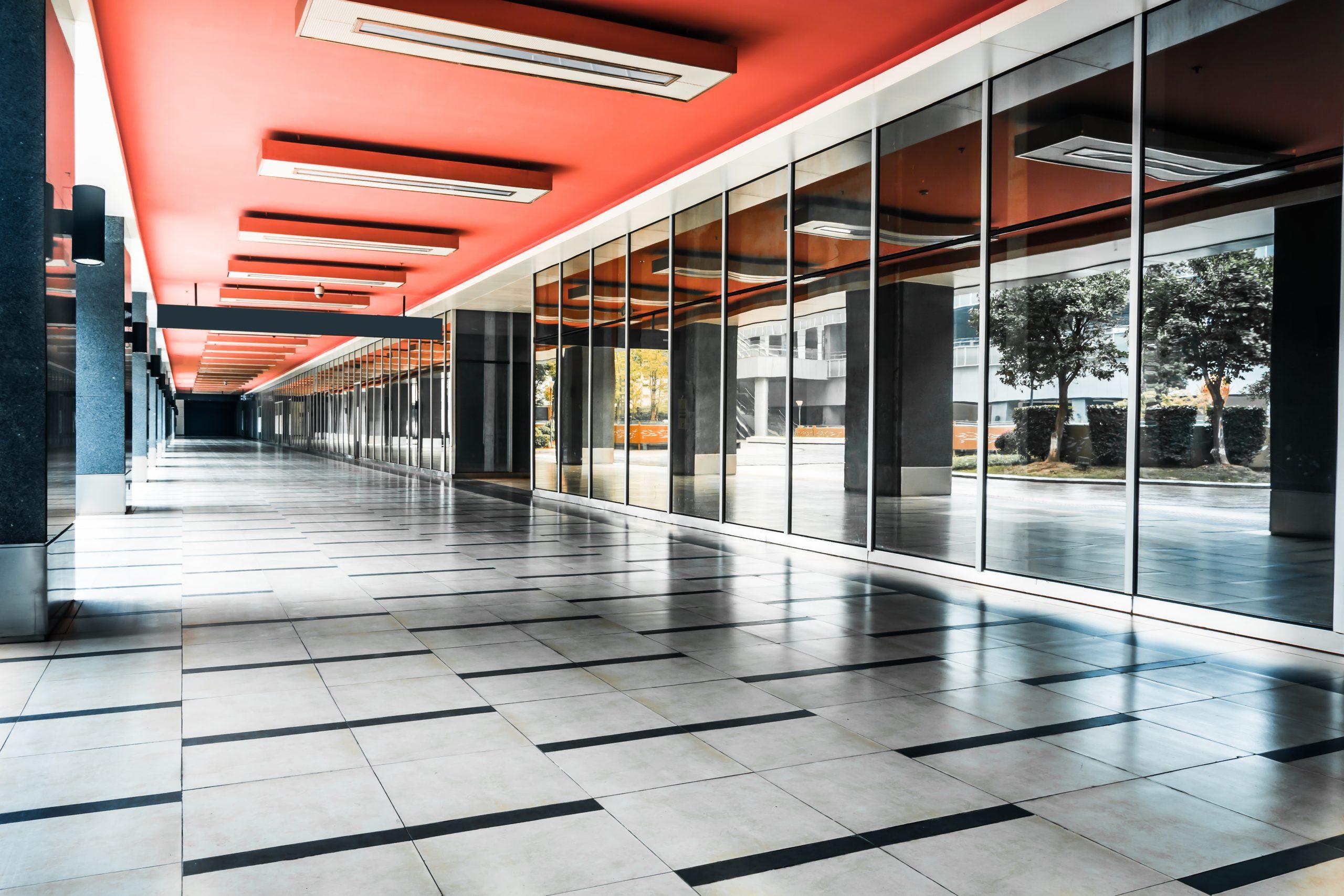 Limpieza industrial de pisos: 3 equipos infalibles y beneficios